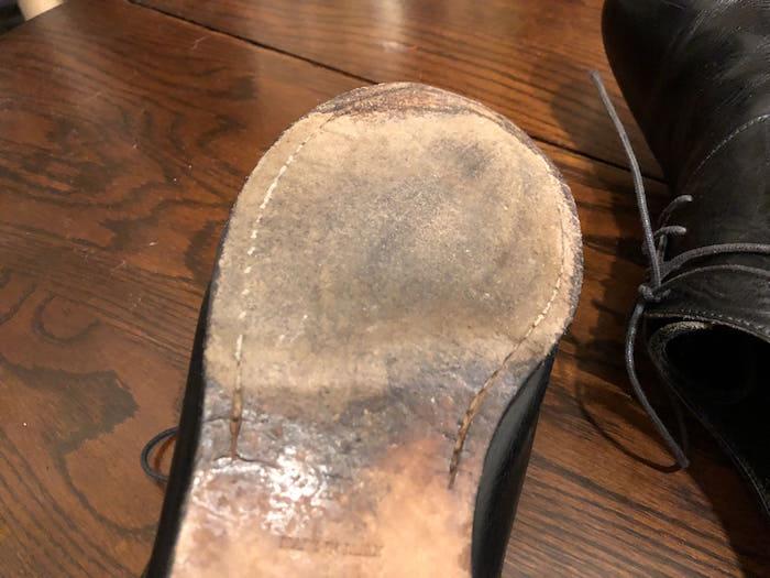 すり減った靴底