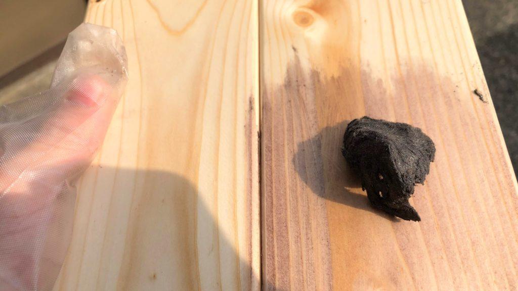 木材をワックスで着色