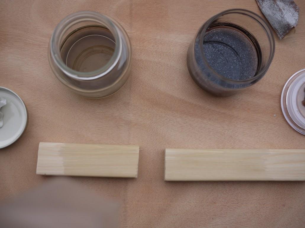 鉄媒染液を塗った木材