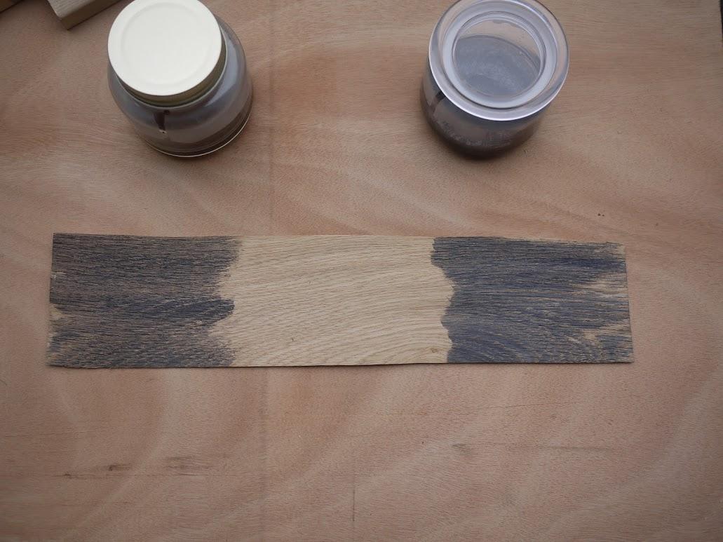 鉄媒染液を塗ったオーク材