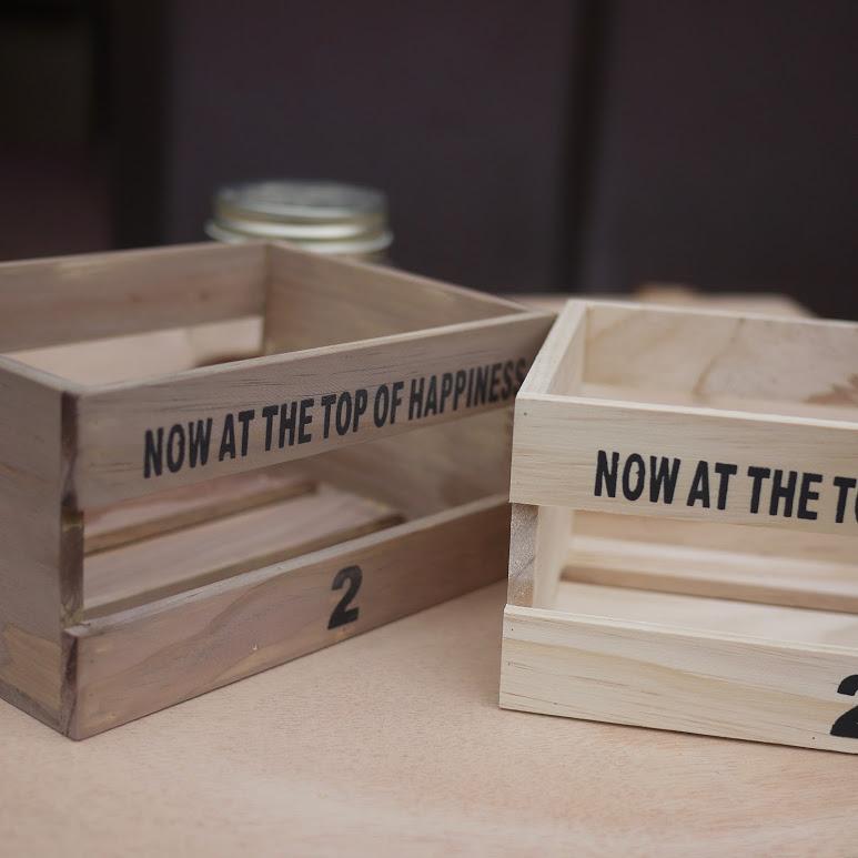 鉄媒染液を塗った箱と無塗装の箱、その2