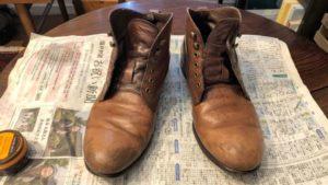 クリームを塗る前の革靴