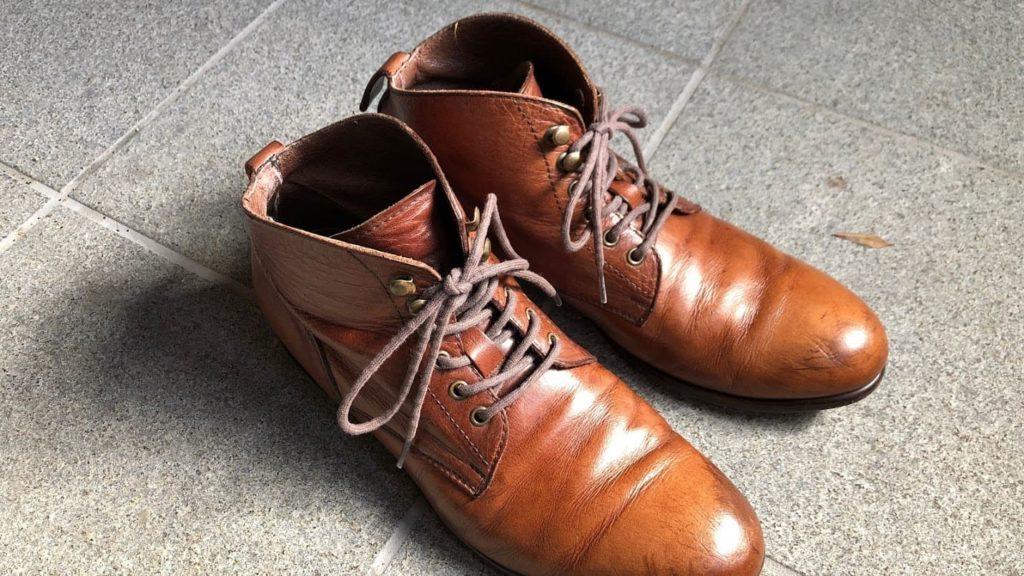 カビ除去・メンテナンス済みの革靴 上から