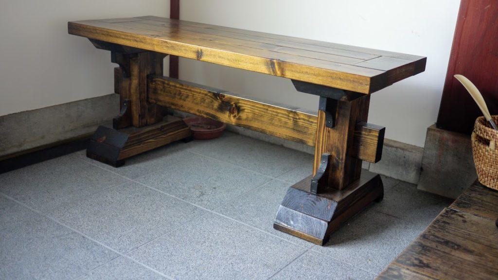 ステインとニスで仕上げたベンチ