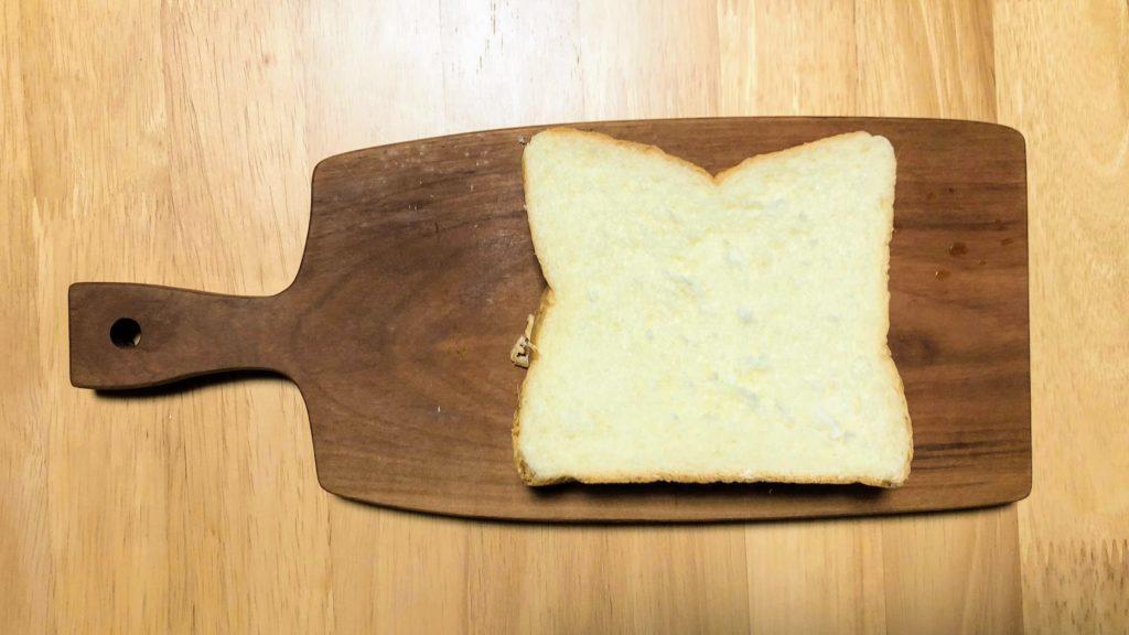 まな板の上の食パン