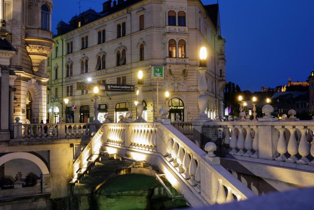 夜のリュブリャーナ旧市街