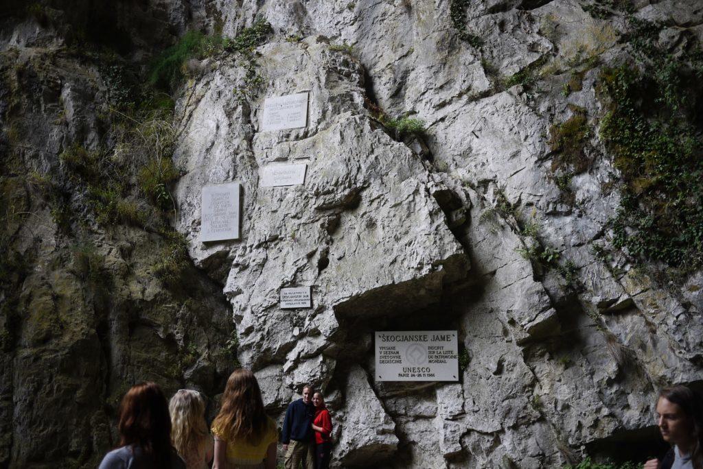 シュコツィヤン鍾乳洞の出口