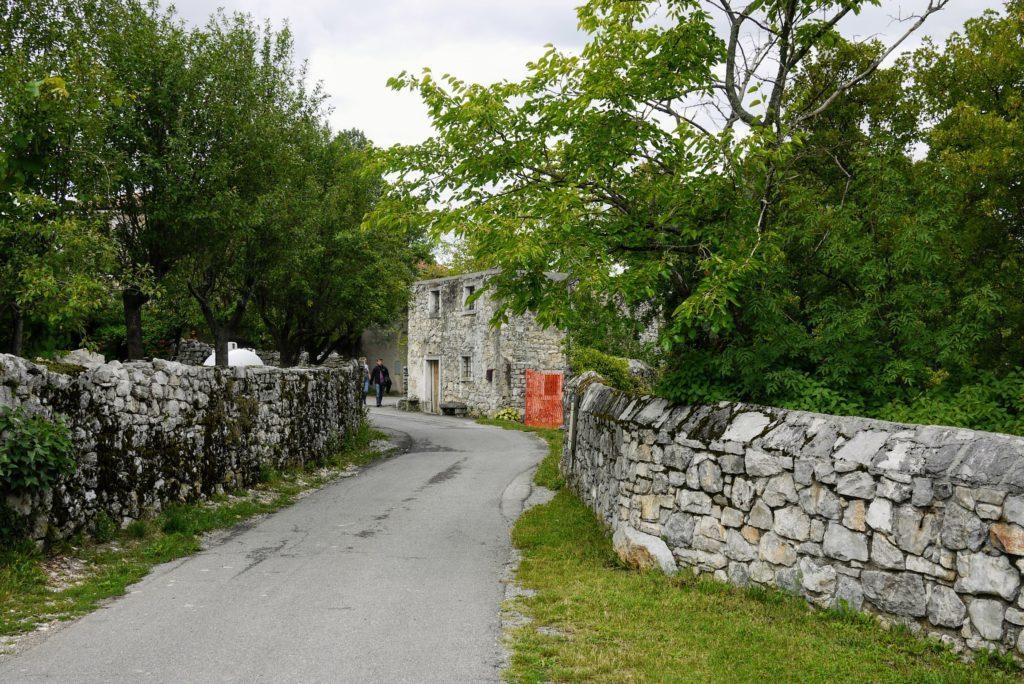 集落の入り口