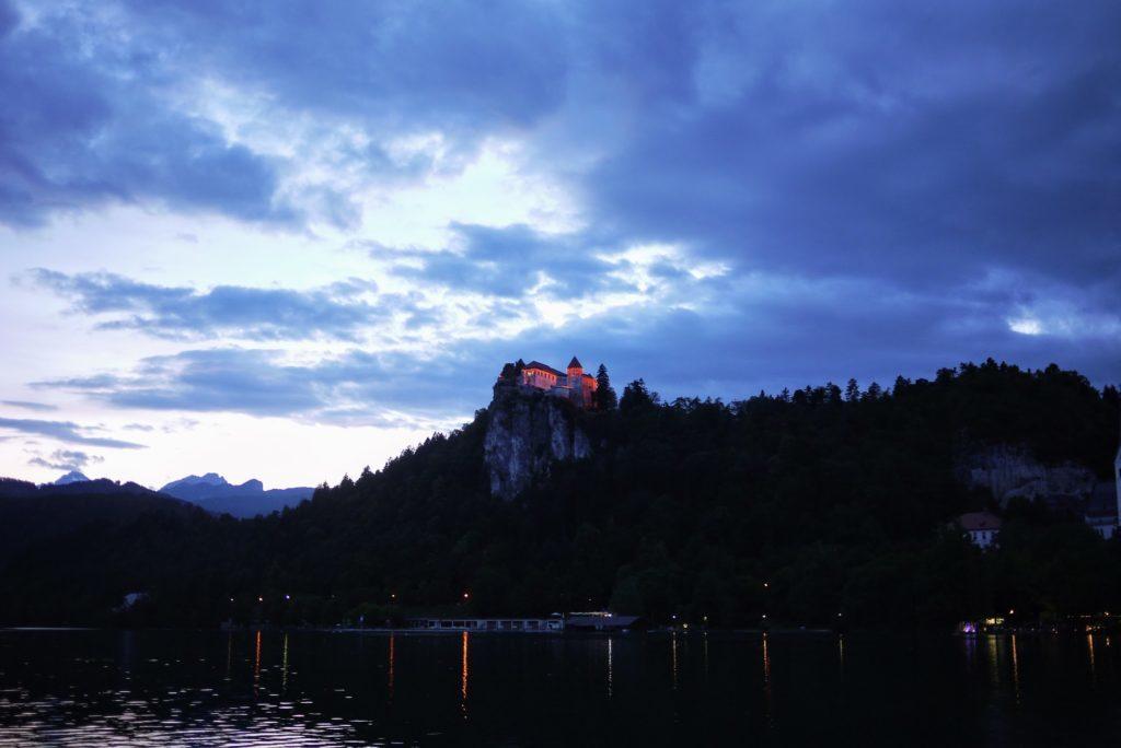 夕暮れのブレッド城