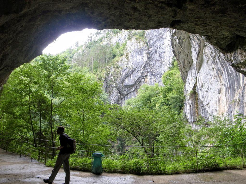 洞窟の開口部