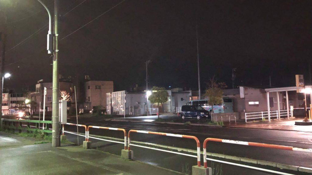 夜の芦原温泉駅前
