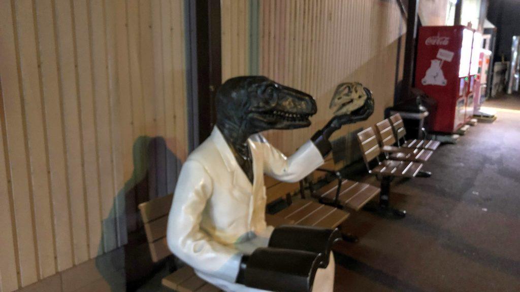 恐竜博士の像