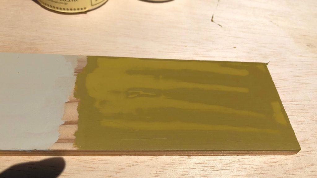 仕上げ塗りをしたミルクペイント