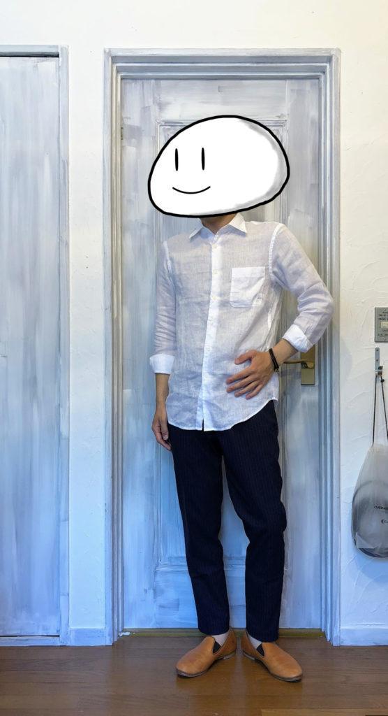 リネンシャツとEZYアンクルパンツのコーディネート例