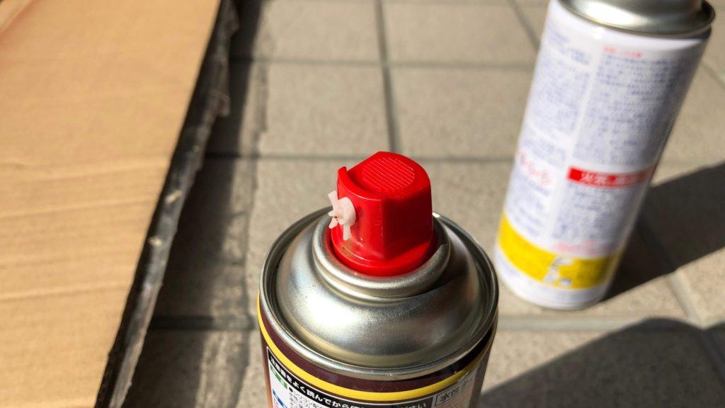 ノズルを入れ替えたスプレー缶