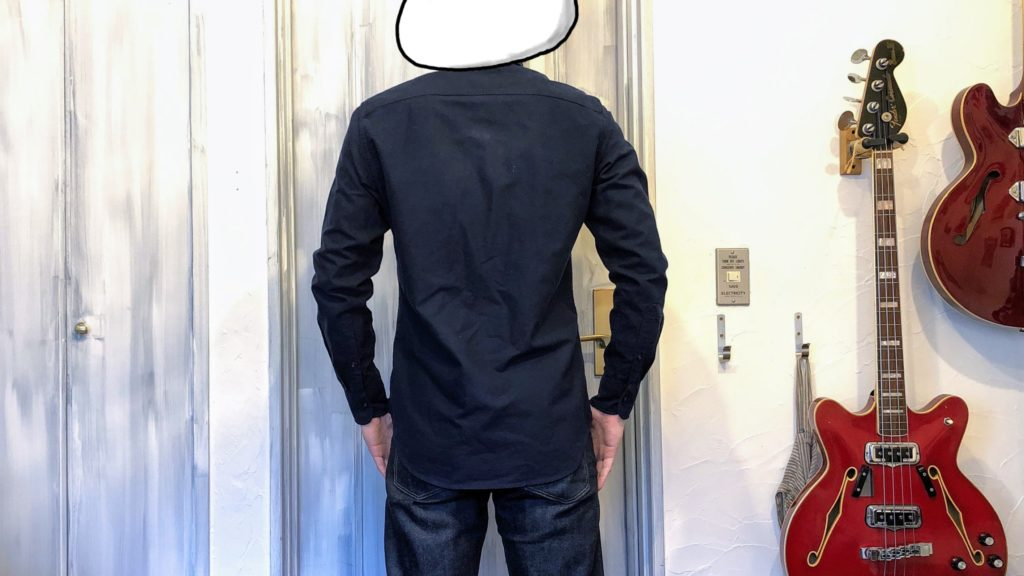 ユニクロのオックスフォードシャツ着用・背面