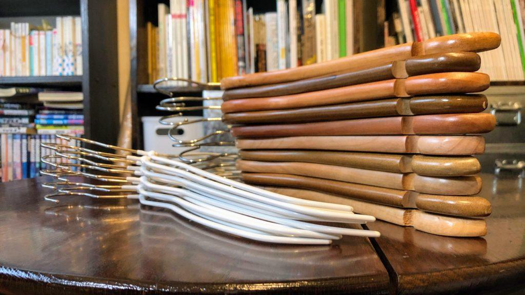 木製ハンガーとMAWAハンガーの厚み比較