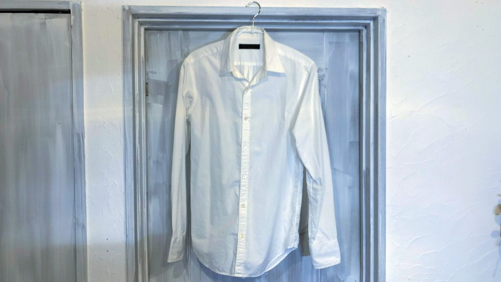 古くなった白シャツ