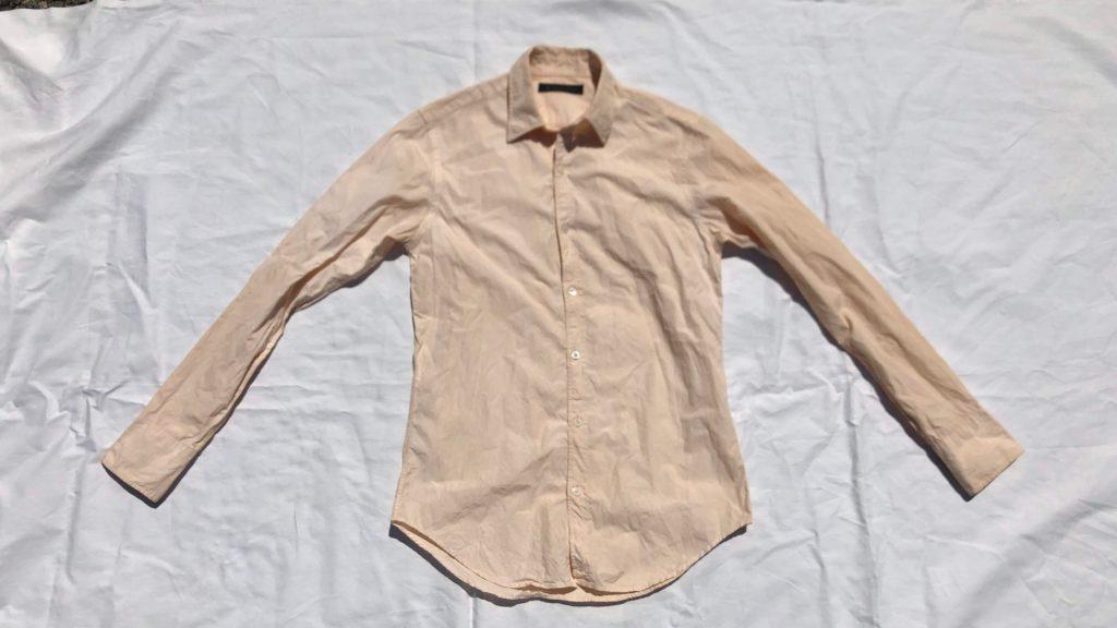 乾燥させた柿渋染めシャツ