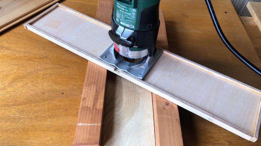 板反り修正用のトリマー治具