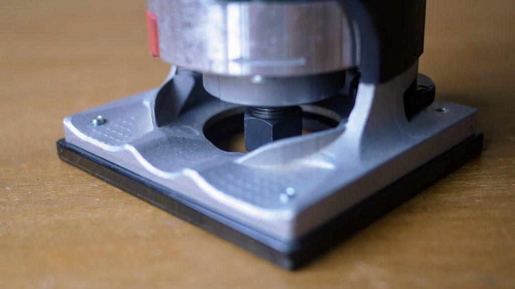 アルミと樹脂の複合素材ベース